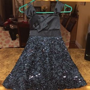 LIKE NEW GIRLS SIZE 8 BEAUTIFUL DRESS